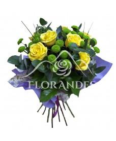 Buchet de 7 trandafiri galbeni si santini