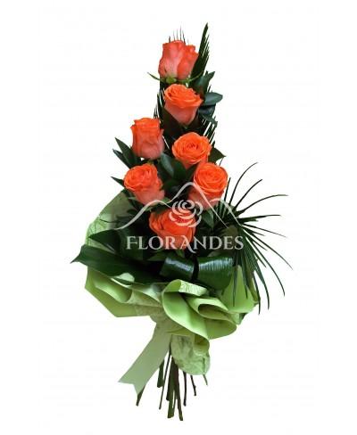 Buchet de 7 trandafiri portocalii si cycas