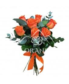 Buchet de 7 trandafiri portocalii si eucalipt