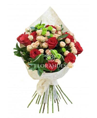 Buchet de 11 trandafiri rosii si minitrandafiri
