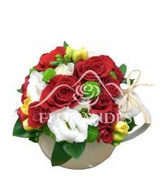 Ceainic trandafiri rosii si frezii
