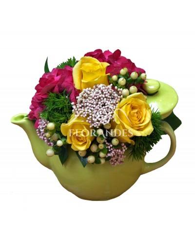Ceainic hortensie si trandafiri