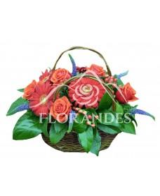 Cos trandafiri rosii si gerbera