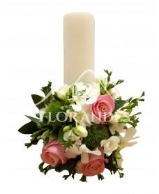 Lumanari nunta frezii albe si trandafiri roz