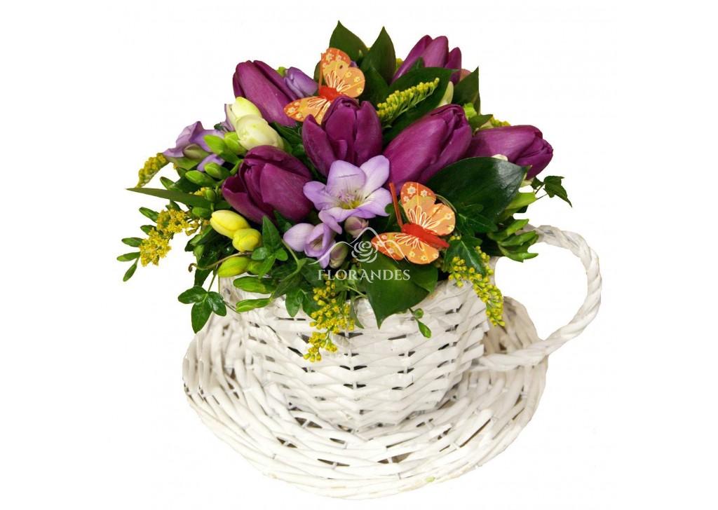 Aranjament Floral Cu Lalele Mov Si Frezii Flordelosandesro