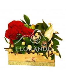 Aranjament floral cu trandafiri si lalele