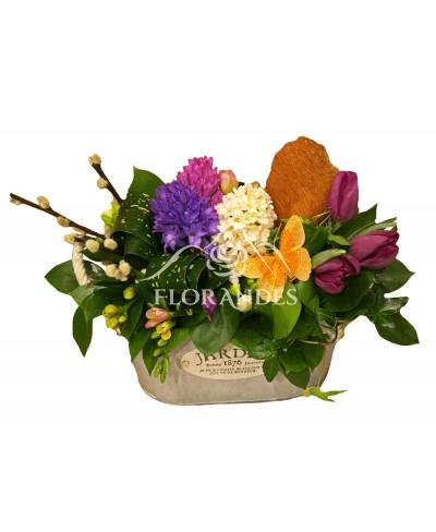 Aranjament floral cu zambile si frezii