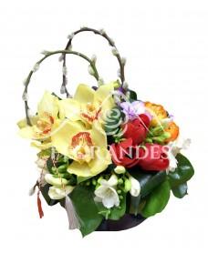 Aranjament floral lalele rosii si orhidee