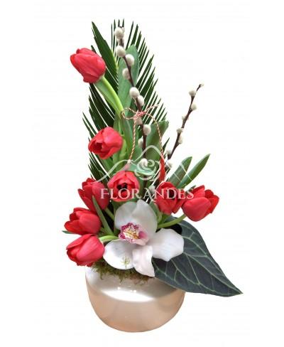 Aranjament floral lalele si orhidee alba