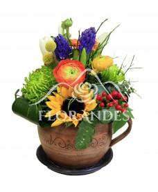 Aranjament floral ranunculus si zambile