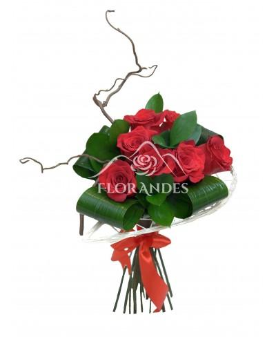 Buchet din 7 trandafiri rosii