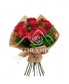 Buchet din 9 trandafiri rosii