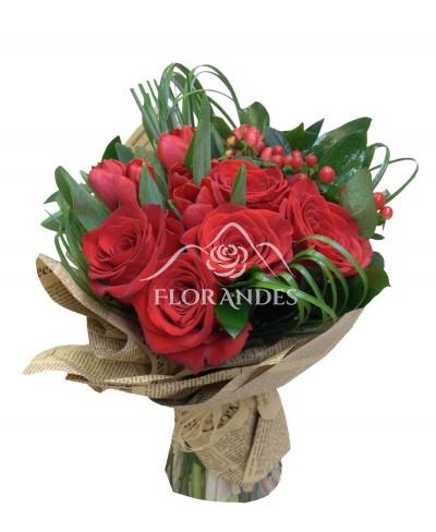 Buchet lalele rosii si trandafiri