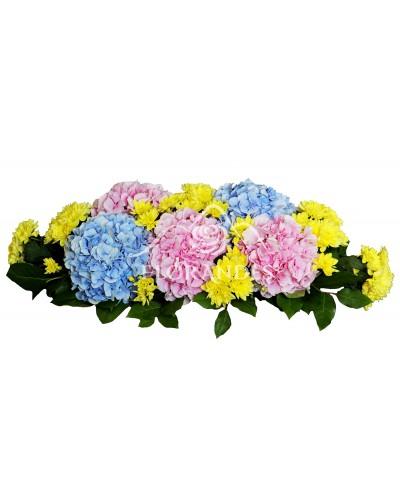 Prezidiu din hortensie si crizantema