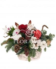 Aranjament floral bumbac si trandafiri