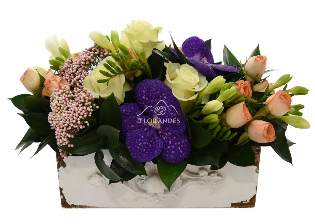 Aranjament Floral Cu Minitrandafiri Si Orhidee Calitate Premium