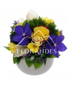 Aranjament floral orhidee si garofite