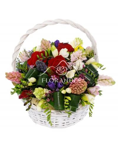 Cos flori de primavara