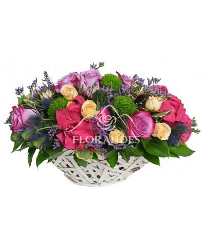 Cos hortensie si trandafiri mov