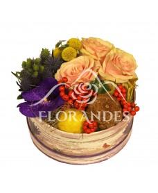 Aranjament floral ilex si orhidee