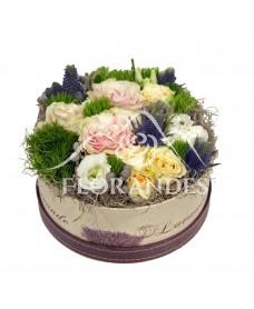 Aranjament floral minitrandafiri si brunia