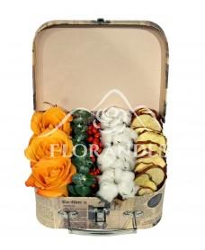 Aranjament floral trandafiri portocalii si bumbac