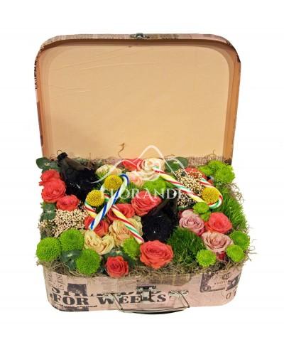 Aranjament floral trandafiri si globuri