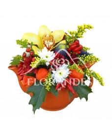 Aranjament floral crizantema si ardei decorativ