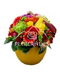 Aranjament floral cu crizantema si trandafiri