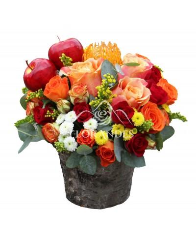 Aranjament floral cu santini si minitrandafiri