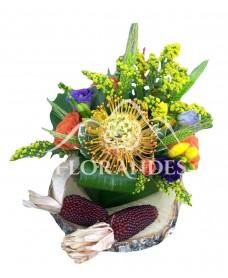 Aranjament floral minitrandafiri si porumb
