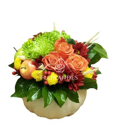 Aranjament floral trandafiri portocalii si crizanteme