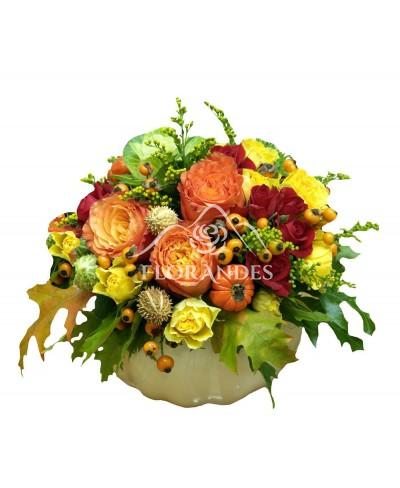 Aranjament floral trandafiri si brassica