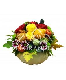 Aranjament floral trandafiri si santini