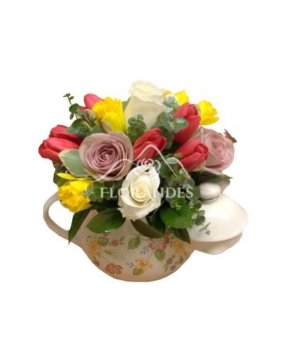 Ceainic lalele rosii si trandafiri