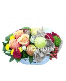Aranjament floral trandafiri si pere