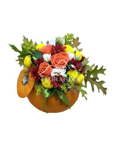Aranjament floral trandafiri si crizanteme