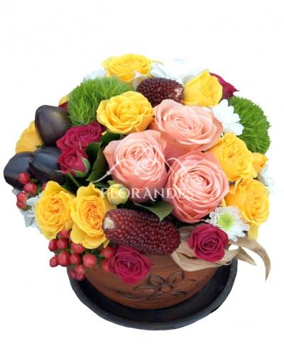 Aranjament floral trandafiri si garofite