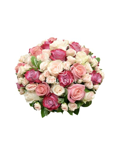 Aranjament floral din trandafiri roz