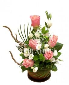 Aranjament floral trandafiri si lisianthus