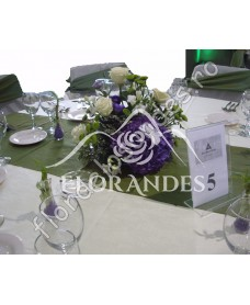 Aranjament de masa din hortensie mov
