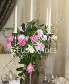 Aranjament de masa din trandafiri