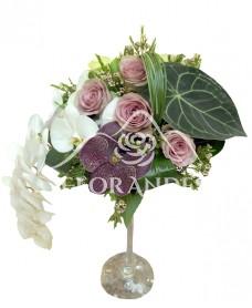 Aranjament masa orhidee si trandafiri