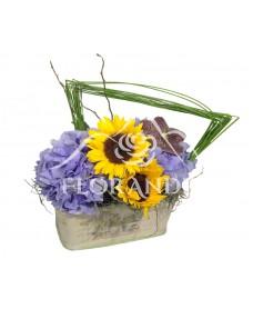 Aranjament floral cu hortensie albastra