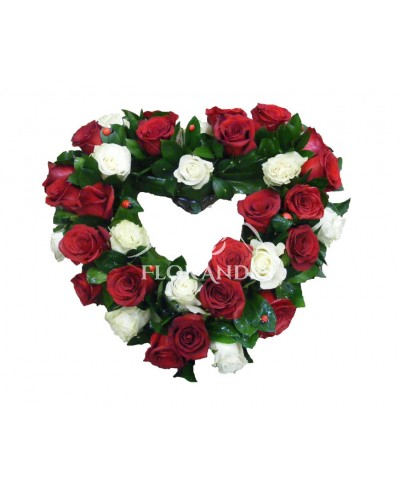 Aranjament floral inima din trandafiri
