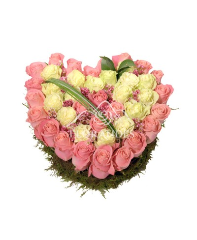 Aranjament floral inima trandafiri roz