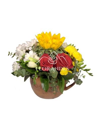 Aranjament floral trandafiri si floarea soarelui