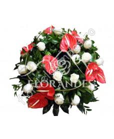 Coroana din trandafiri albi si anthurium