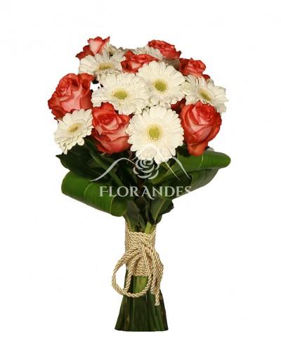 Buchet de trandafiri si minigerbera
