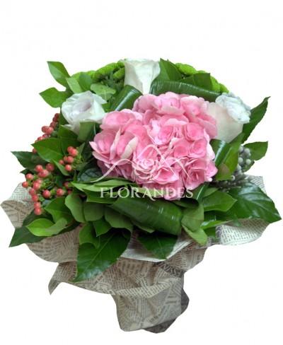 Buchet trandafiri si hortensie